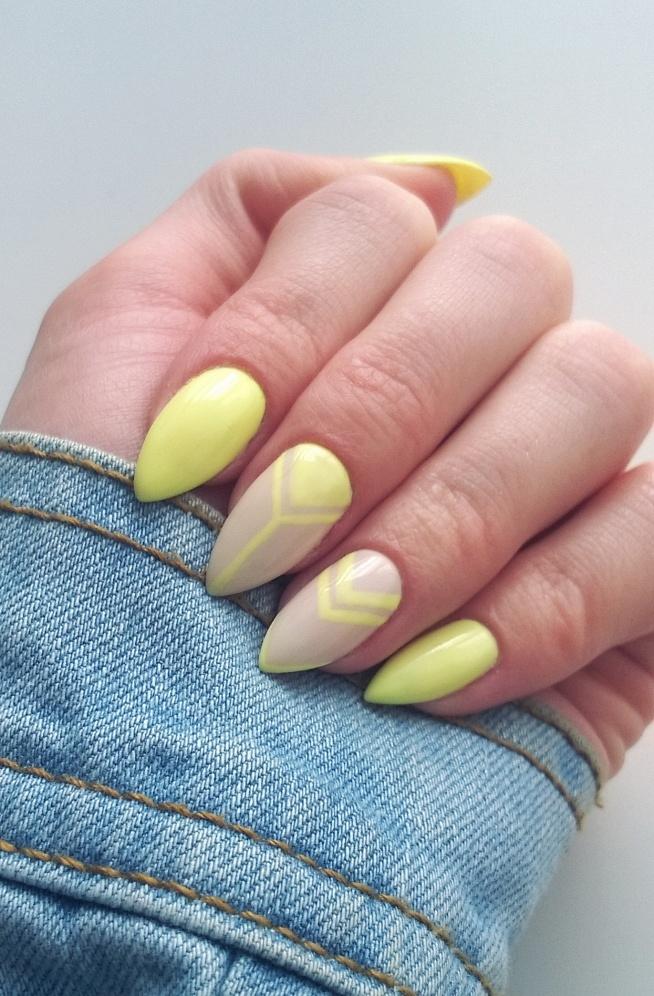 Żółte trójtąty