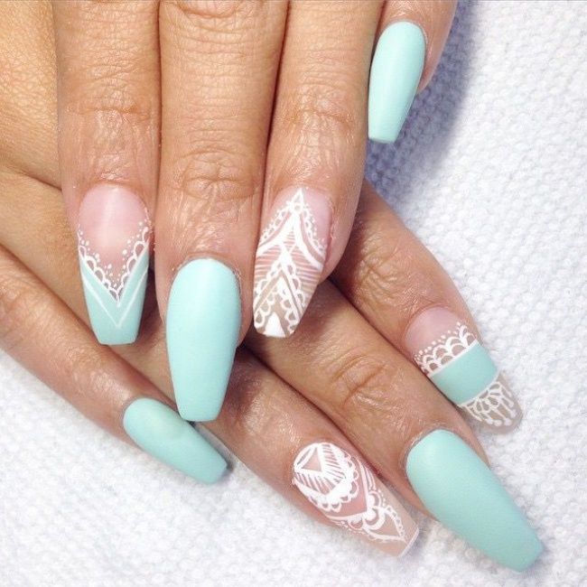 Piękne prześwitujące paznokcie