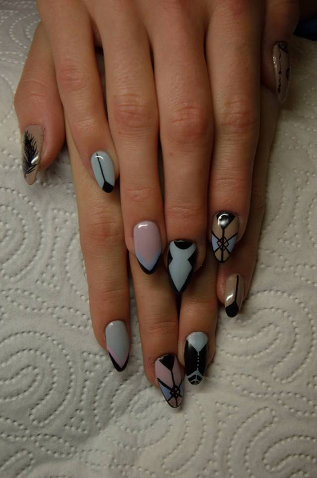 Pastelowe paznokcie z unikalnymi wzorami