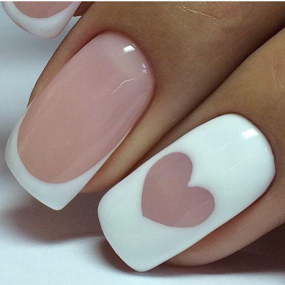 French nails z wzorem serduszka