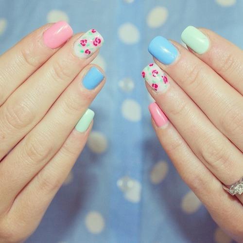 Kolorowe wzorki na paznokcie