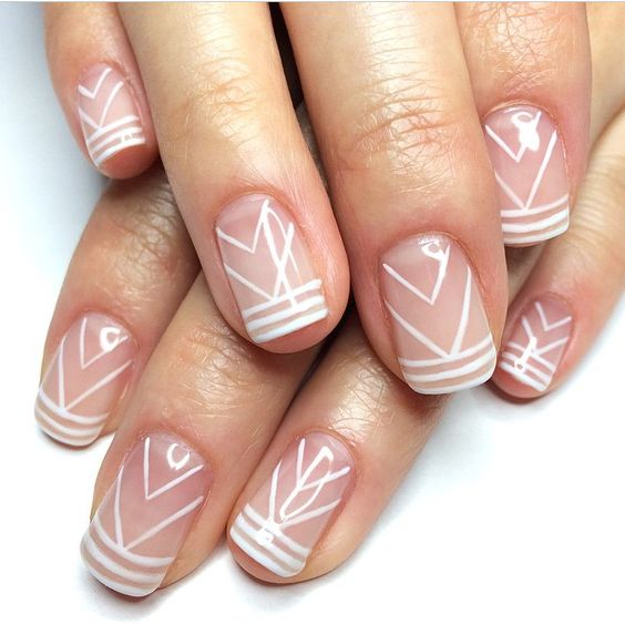 Delikatne wzory na naturalnej płytce paznokcia