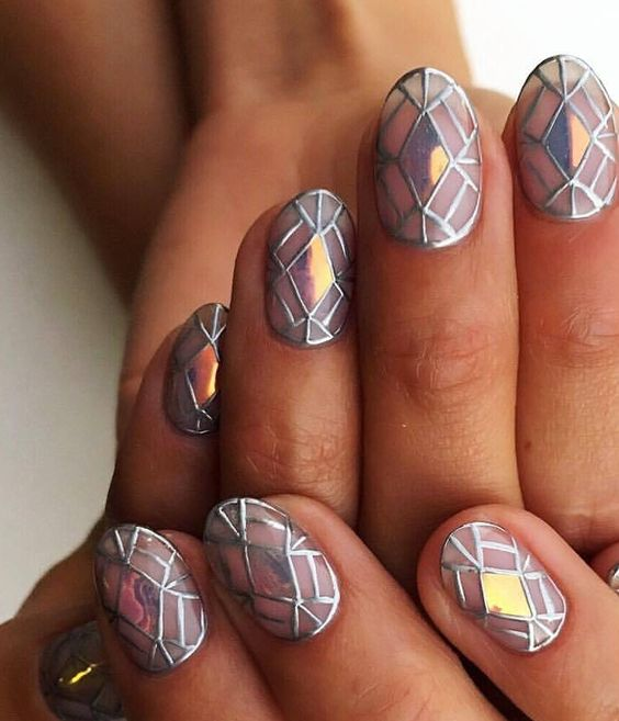 Metaliczne wzorki na paznokcie