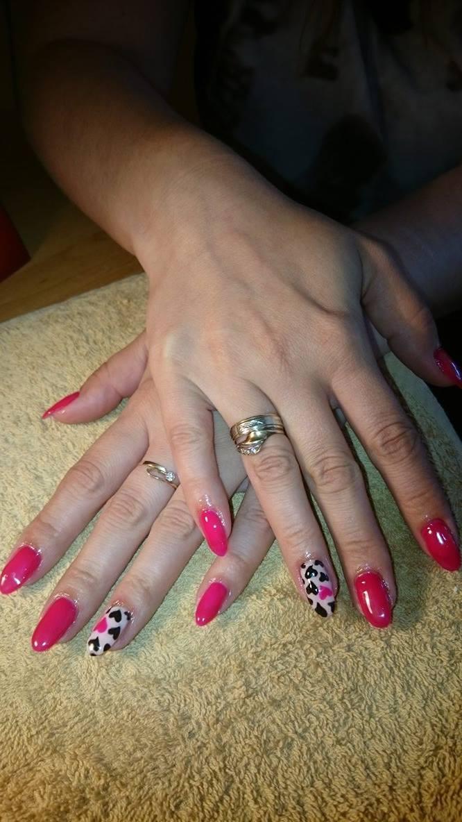 Słodki serduszkowy wzorek na paznokcie
