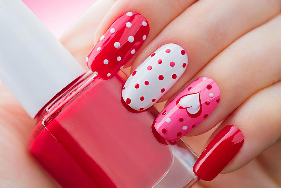 Różowe wzorki na paznokcie