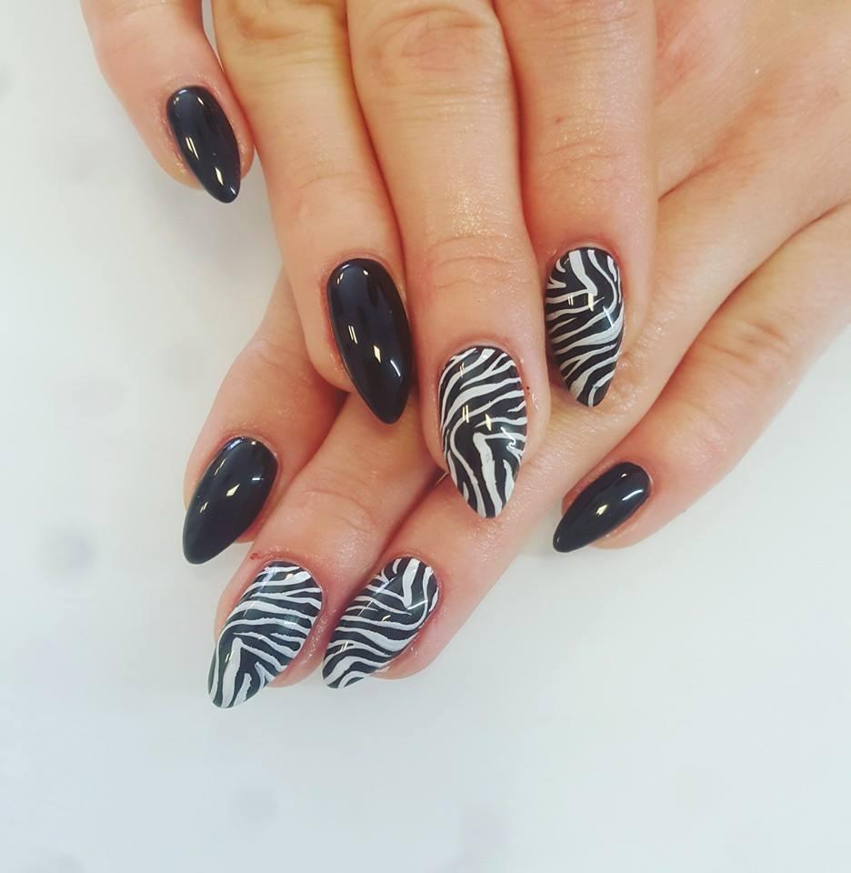 Wzór zebry na paznokciach